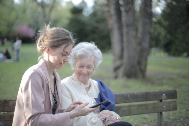 Pomoč starejšim na domu - druženje